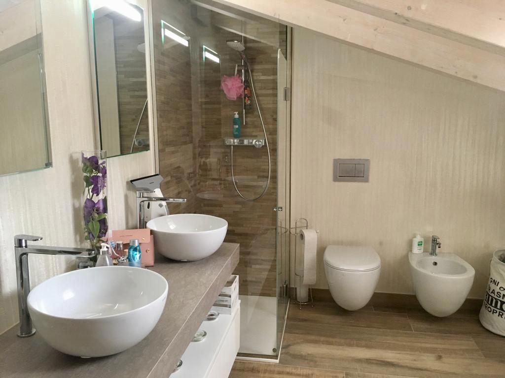bagno con box doccia villa privata